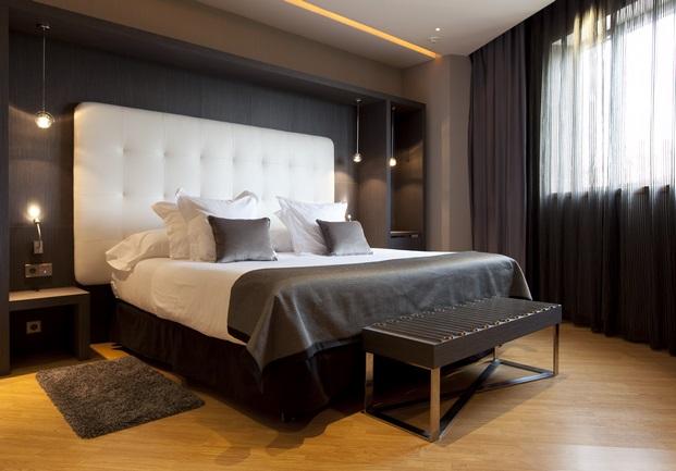 suelos laminados flint floor en habitacion de hotel