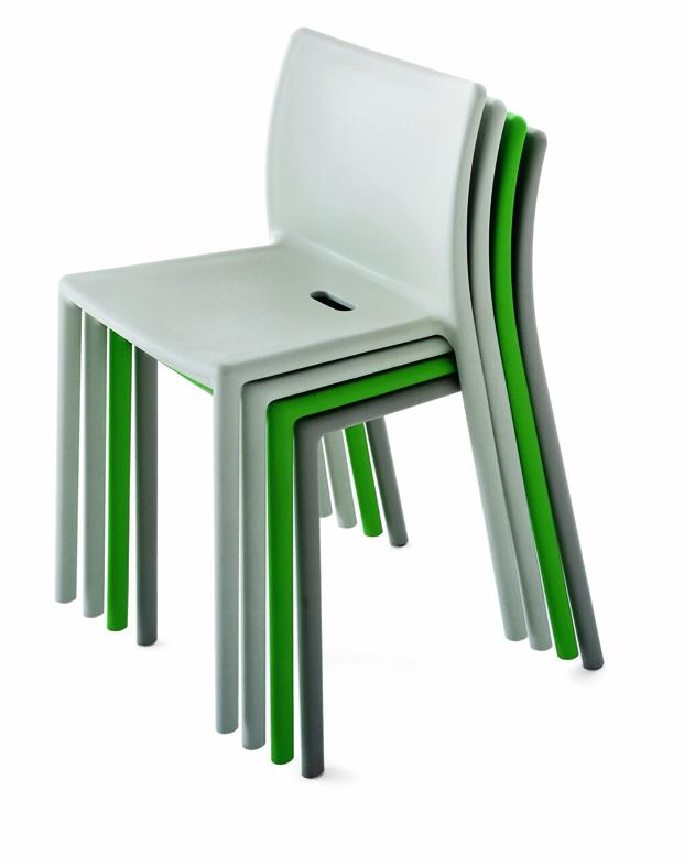 Air Chair de jasper morrison para Magis en la exposicion Thingness Bauhaus en Berlin diariodesign