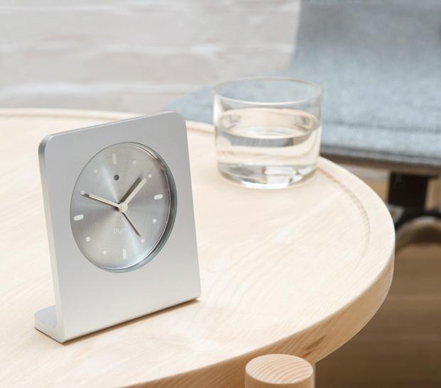 AC01 Alarm Clock Punkt jasper morrison en la exposicion Thingness Bauhaus en Berlin diariodesign