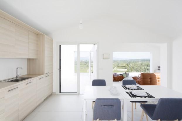 cocina abierta de casas minimalistas proyecto artebalo en francia