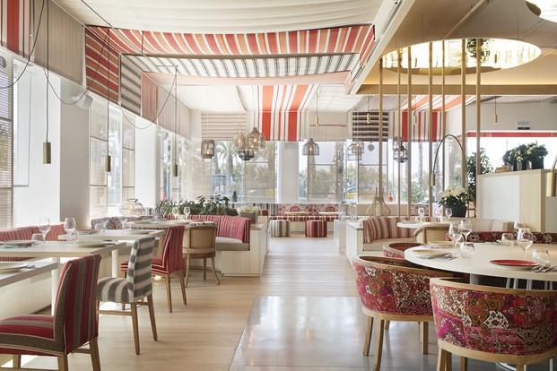 color en interior restaurante en la barceloneta mana diariodesign