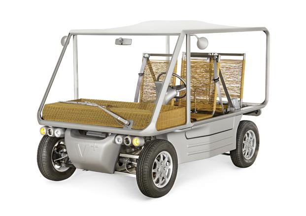 coche en Pompidou Málaga coleccion inedita philippe starck