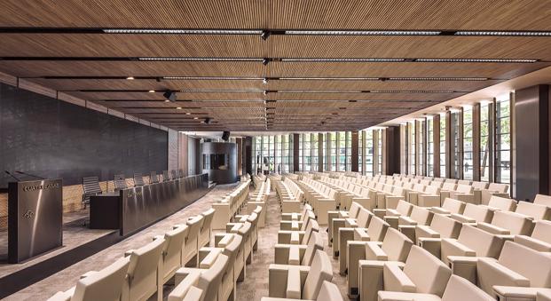 sala en nuevas oficinas de cuatrecasas abogados en barcelona de GCA architects