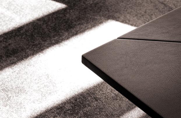 detalle mesa escalera nuevas oficinas de cuatrecasas abogados en barcelona de GCA architects