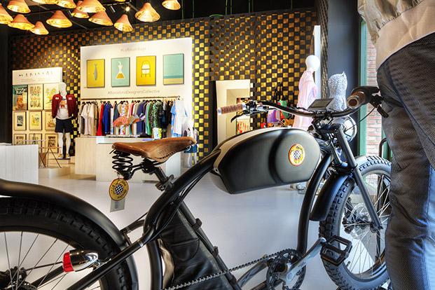 motocicleta en exterior barcelona designers collective boutique la roca village