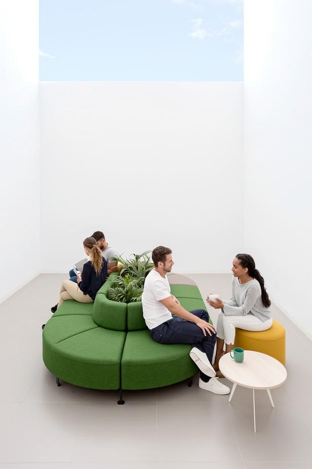 coleccion bend de stone designs para la firma actiu de muebles de oficina