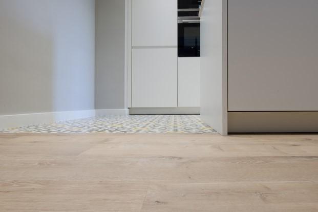suelos laminados flint floor en una cocina
