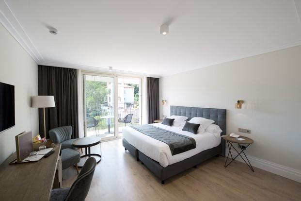 suelos laminados flint floor en hotel aiguablava
