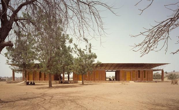 escuela primaria en Burkina Faso de Kéré visitar londres en verano pabellon