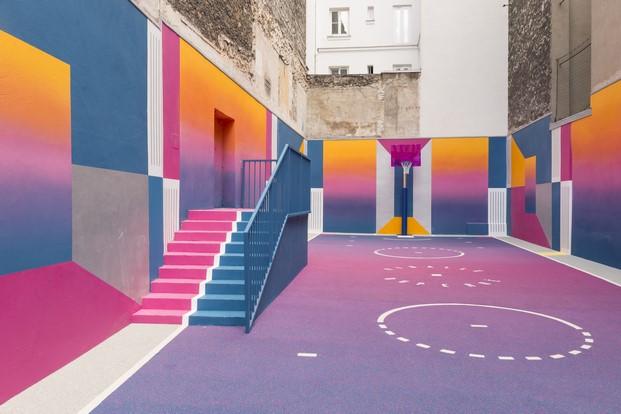 cancha baloncesto en un patio de llstudio para pigalle y nike en paris diariodesign