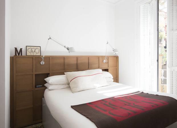 dormitorio de una casa de pueblo en barcelona de barbara Aurell diariodesign
