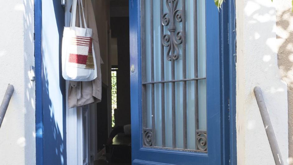 entrada de una casa de pueblo en barcelona de barbara Aurell diariodesign