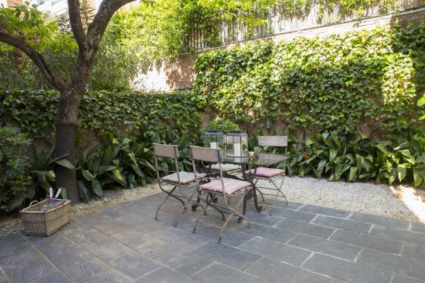 patio de una casa de pueblo en barcelona de barbara Aurell diariodesign