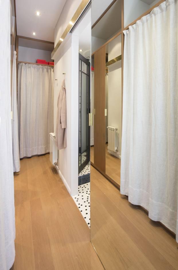 vestidor de una casa de pueblo en barcelona de barbara Aurell diariodesign
