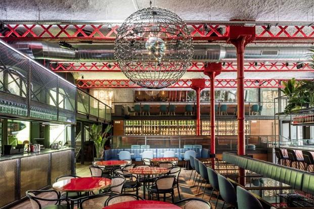 ambiente industrial en restaurante el mama la papa equipo creativo