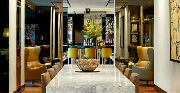 mesa de marmol del bar sixty one Gran Hotel Domine Foraster Arquitectos diariodesign