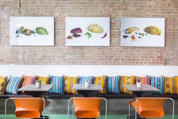 banco del restaurante pachamama argentino en montreal diariodesign