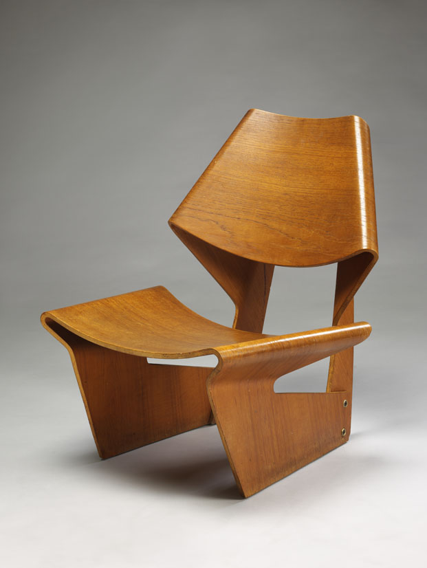 Moulded plywood chair de Grete Jalk Victoria y Albert Museum