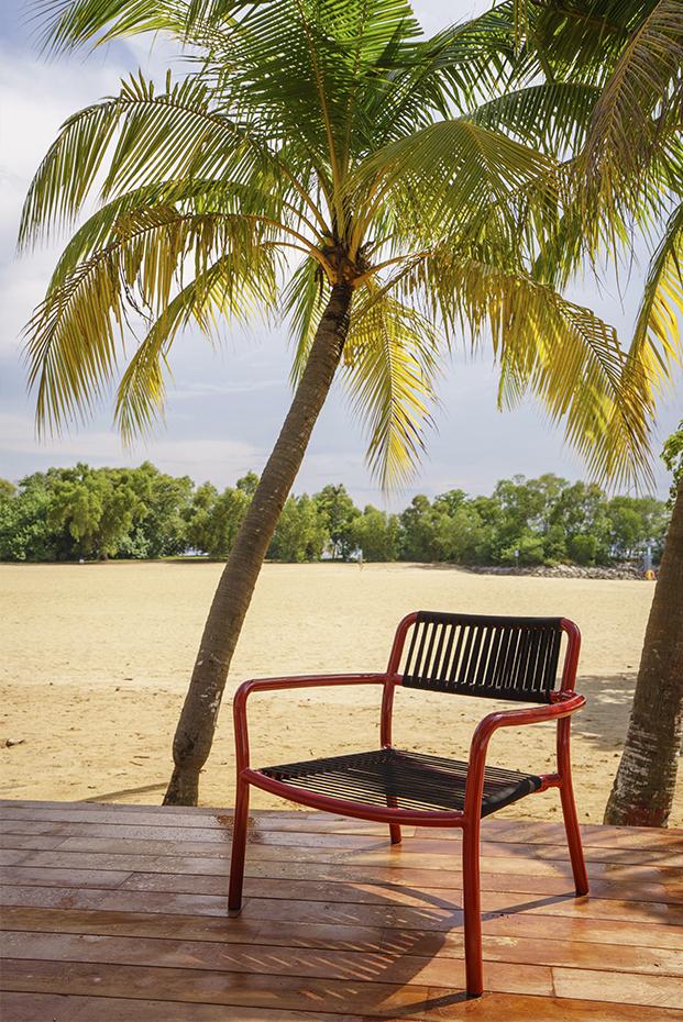 butaca de exterior colección bold de mobiliario exterior de lagranja en rojo