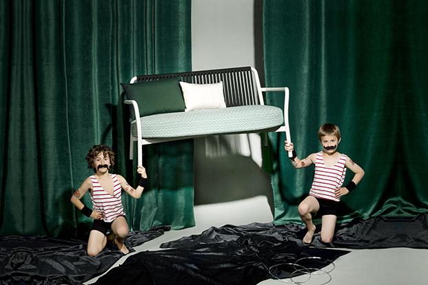 sofa de la coleccion bold mobiliario exterior en blaco de lagranja design