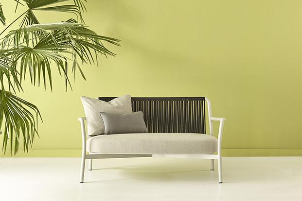 butaca de la colección bold de mobiliario exterior de lagranja design en blanco diariodesign