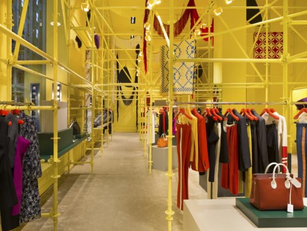 interior tienda Calvin Klein en nueva york interiorismo amarillo diariodesign