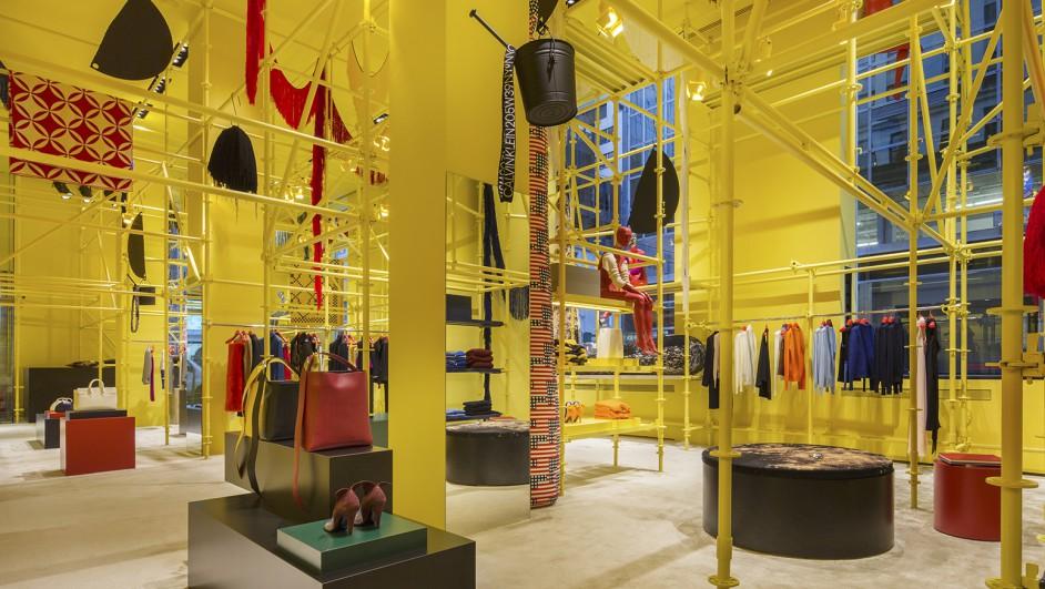 tienda Calvin Klein interiorismo amarillo diariodesign