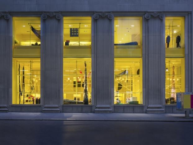 fachada lateral fachada tienda Calvin Klein madison avenue interiorismo amarillo diariodesign