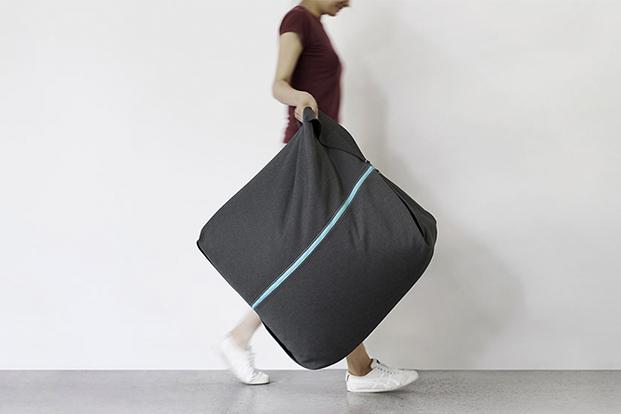 pouf ori negro y azul para zaozuo de yonoh design diariodesign