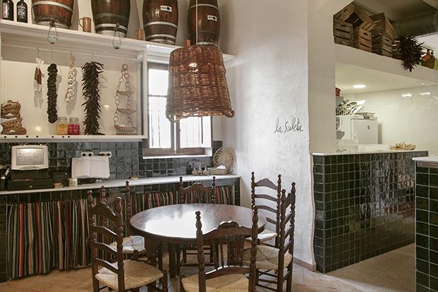 mobiliario rustico moderno en taberna anyora valencia diariodesign