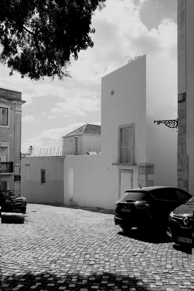 fachada de casa en alfama lisboa Matos Gameiro arquitectos diariodesign