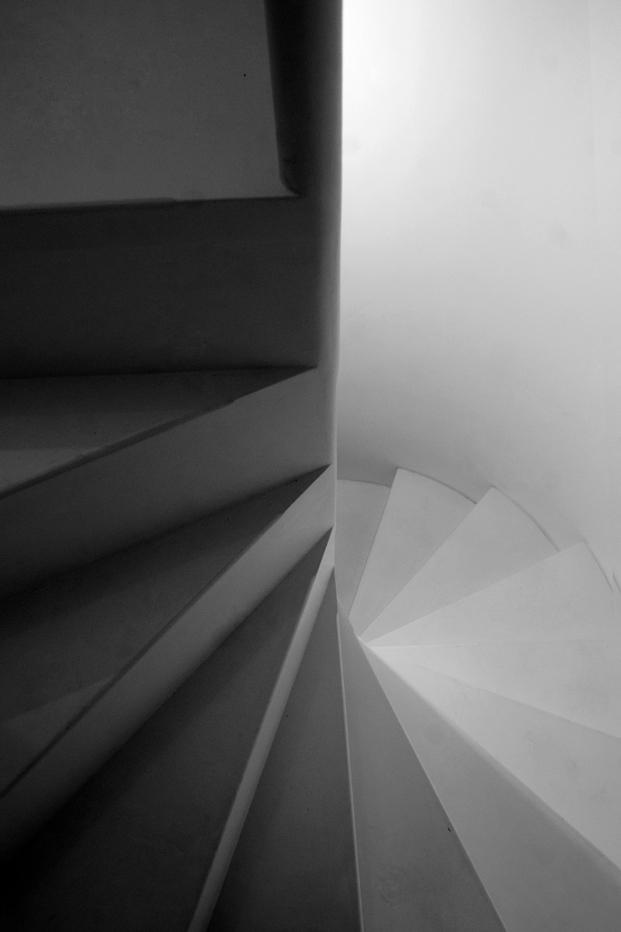 escalera de una casa em alfama lisboa Matos Gameiro arquitectos diariodesign