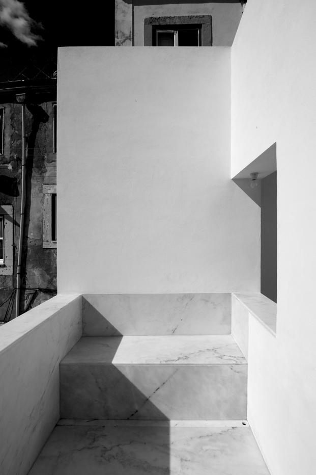 escalera exterior Casa em Alfama lisboa Matos Gameiro arquitectos diariodesign