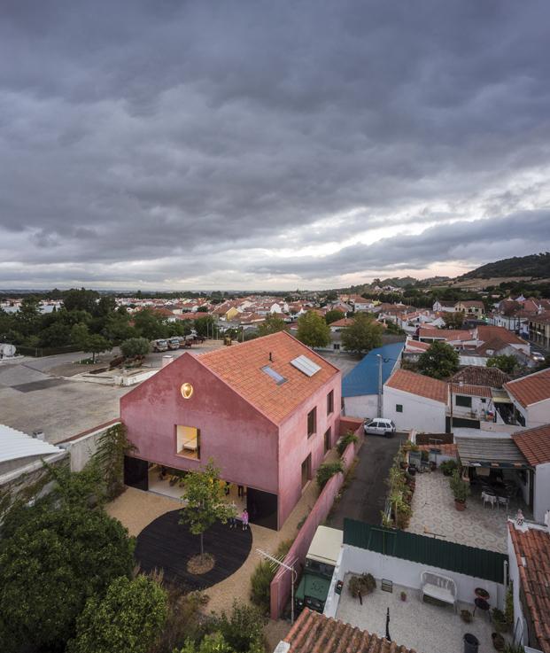vista aerea de La Casa Vermelha una moderna reforma de extrastudio en diariodesign magazine