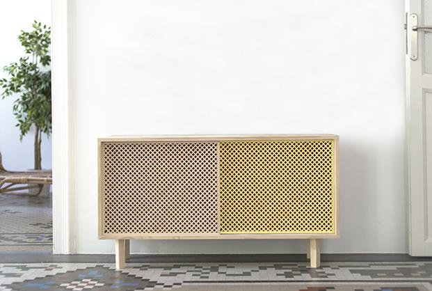mobiliario de madera natural y amarillo en la tienda muebles lowcost online Naan furniture diariodesign