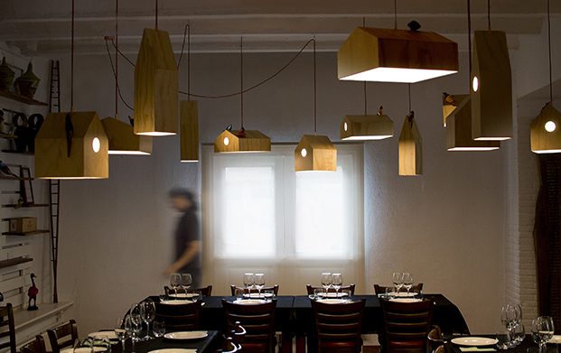 lamparas NiuLamp en restaurante mes vilar de andreu carulla diariodesign