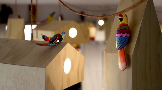 lampara NiuLamp casitas para pajarso en restaurante mes vilar diariodesign
