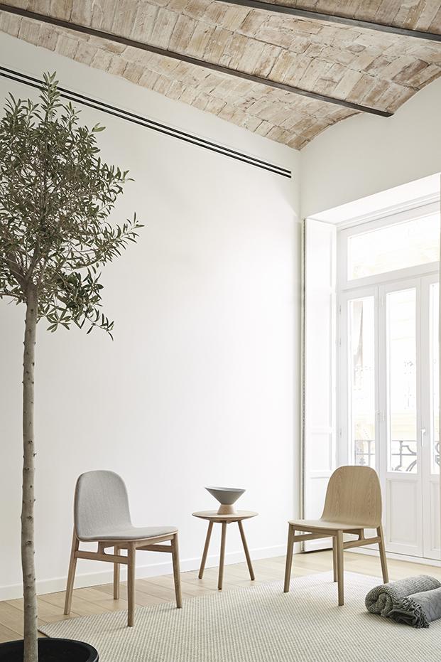 mesita y sillas de la coleccion de mobiliairo de hogar Omelette diariodesign