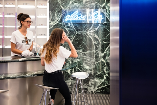 glass bar tienda gafas hawkers en madrid por culdesac diariodesign