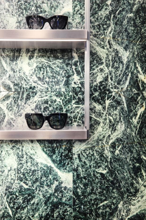 detalle expositor tienda gafas hawkers en madrid por culdesac diariodesign