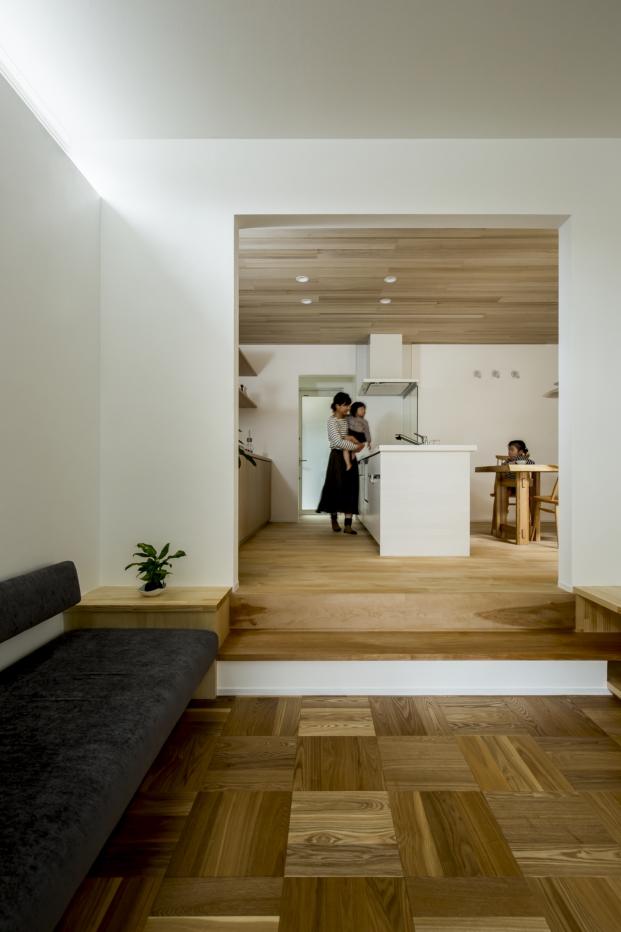 salon de la casa japonesa con patio kyomachi diariodesign