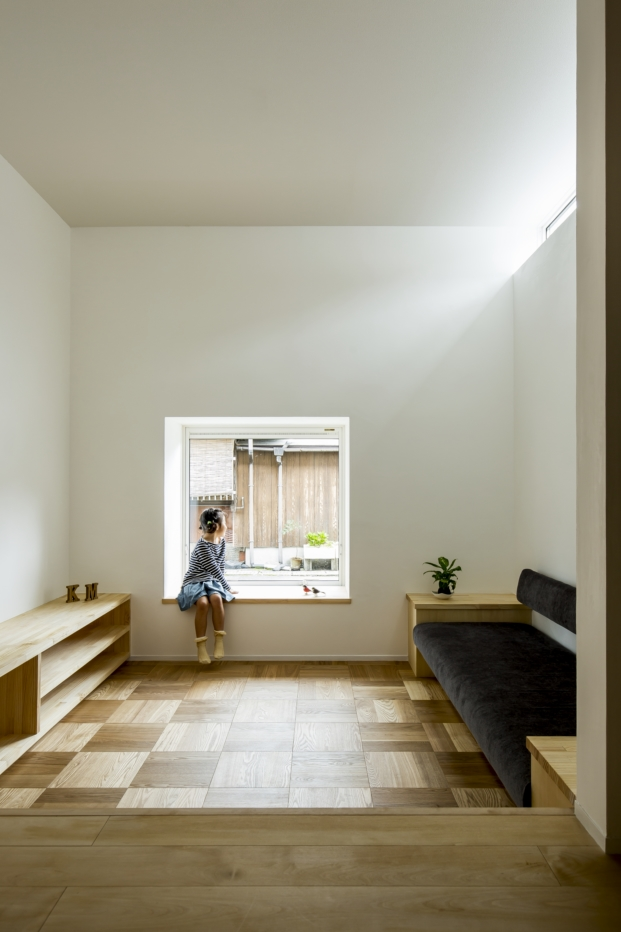 pavimento madera de casa japonesa con patio kyomachi diariodesign