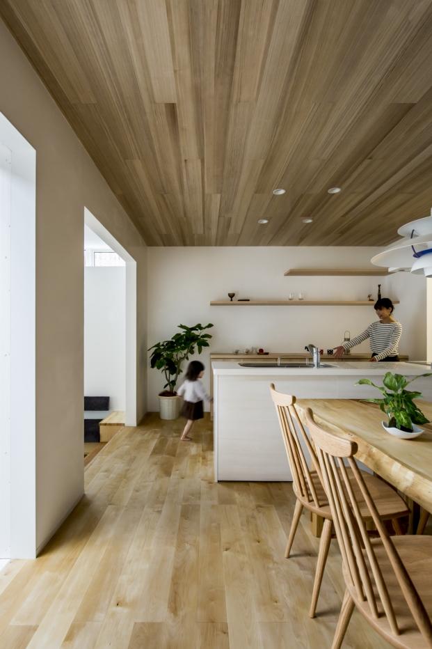 cocina de la casa japonesa con patio kyomachi diariodesign