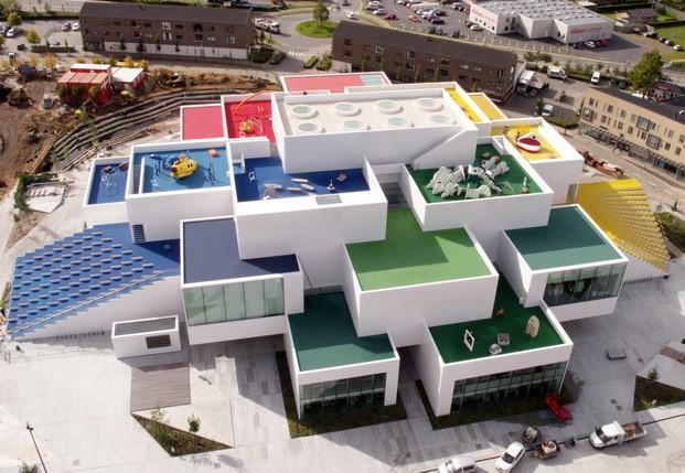 vista aerea de la casa de lego house en dinamarca diariodesign