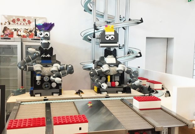 juguetes de construccion en la casa de lego house en dinamarca diariodesign