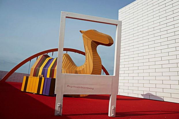 entrada de la casa de lego house en dinamarca diariodesign