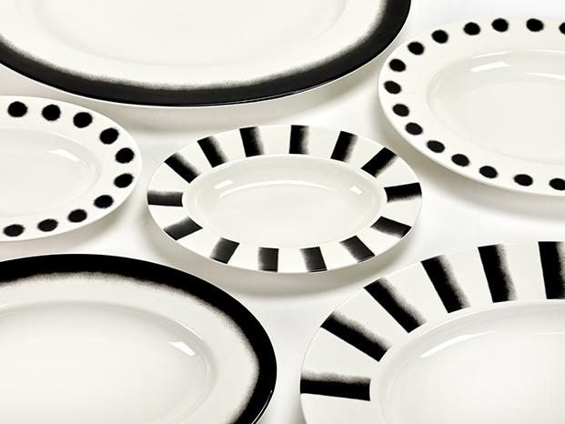 menaje de cocina en blanco y negro de paola navone para serax