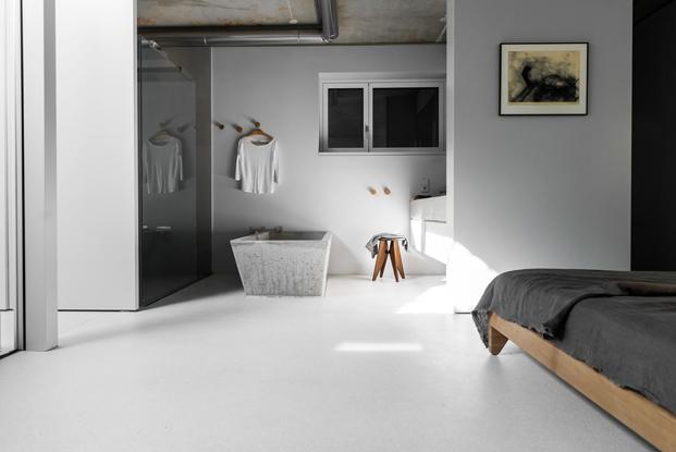 bano en dormitorio de House on Prenzlauer Berg diseno en Berlin diariodesign