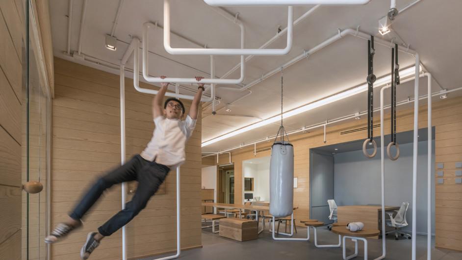 un gimnasio en una oficina diariodesign