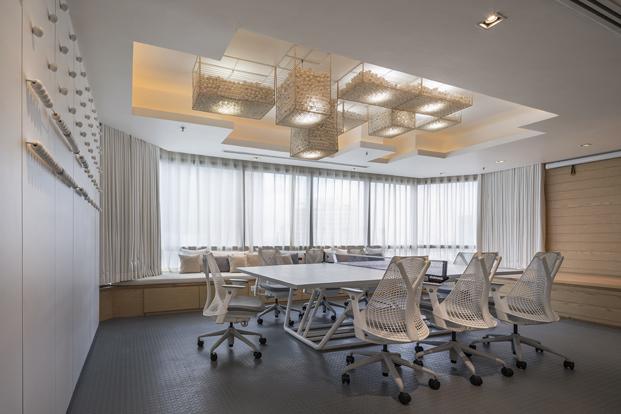 mesa de reuniones de oficina en bakgok diariodesign